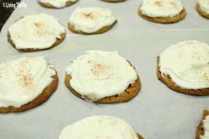 Easy-Cream-Cheese-Frosting-cookies